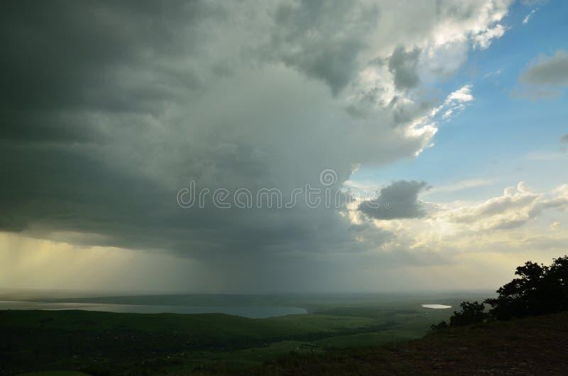 Download Ocienia niebo zdjęcie stock. Obraz złożonej z plenerowy - 28974056