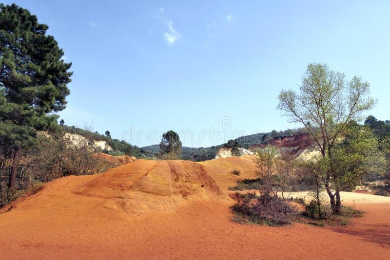 Ockerhaltige Schlucht nahe Roussillon in Provence Frankreich stockbilder