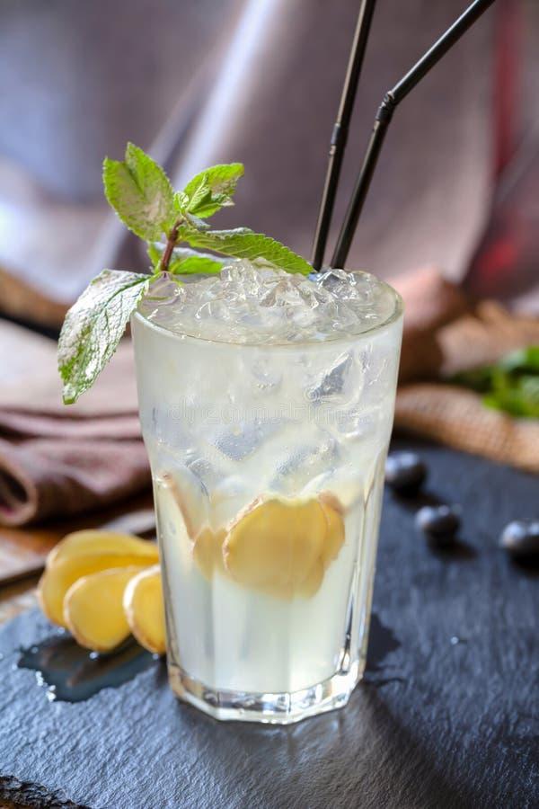 Ocktail del ¡ di Ð con il mulo di Mosca dello zenzero fotografie stock libere da diritti
