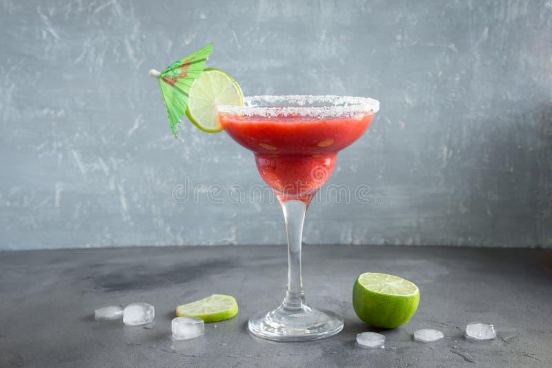 Ocktail för för jordgubbemargarita- eller Daiquiri Ð ¡ royaltyfria bilder