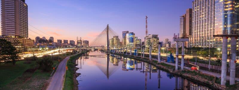 Octavio Frias de Oliveira Bridge no Sao Paulo Brazil fotos de stock royalty free