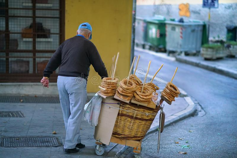 07 OCTOBER 2018 Vendor of donuts, kulurakia, in the old district PLAKA royalty free stock photos