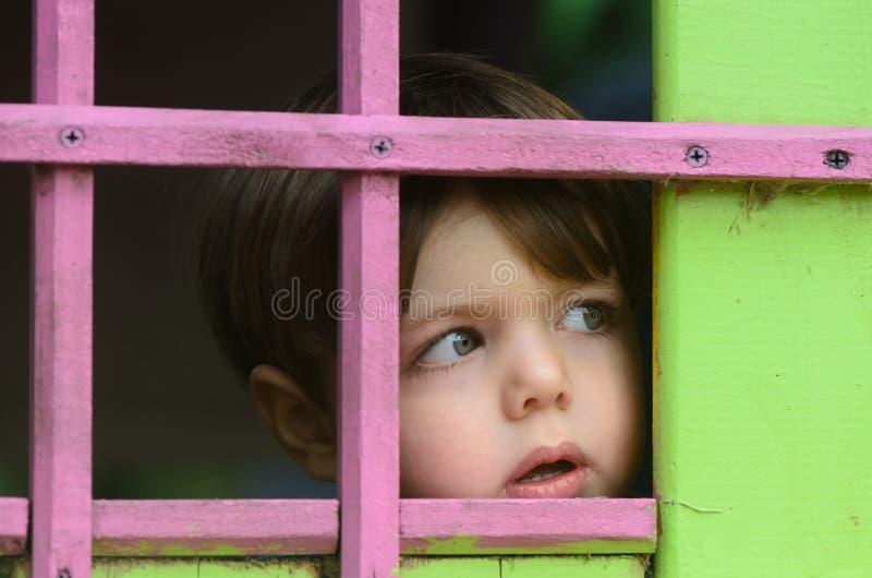 Ocultación del niño imagen de archivo libre de regalías