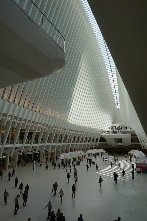 Oculus-Innenraum der weißen World Trade Center-Station in New York lizenzfreie stockfotos