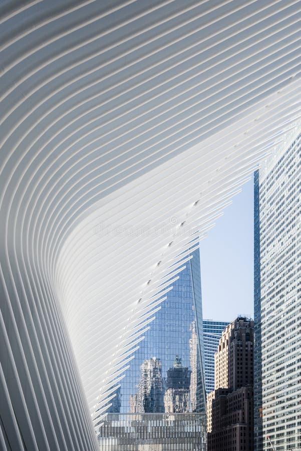 Oculusen och ett World Trade Centertorn New York royaltyfri bild
