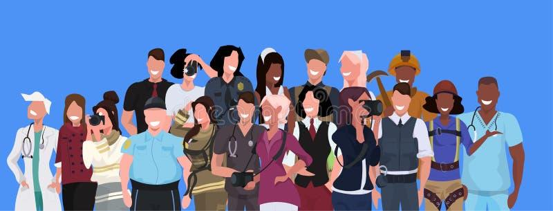 Ocupação diferente do grupo dos povos da raça da mistura que está junto sobre o retrato masculino dos trabalhadores fêmeas do fun ilustração royalty free