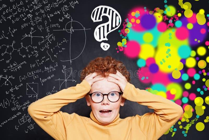 Ocupaciones relacionadas con la infancia y la ciencia y el arte ¿Cómo decido entre dos carreras? imagen de archivo libre de regalías