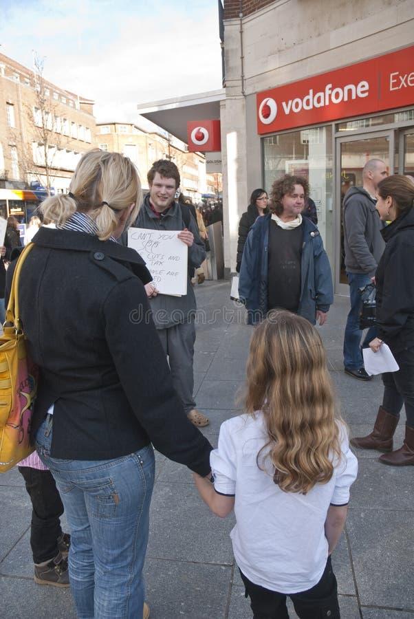 Ocupe activistas de Exeter fazem campanha com público imagem de stock royalty free