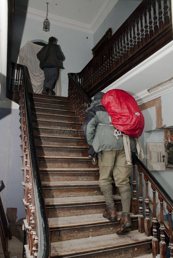 Ocupe os activistas de Exeter que andam nas escadas imagens de stock