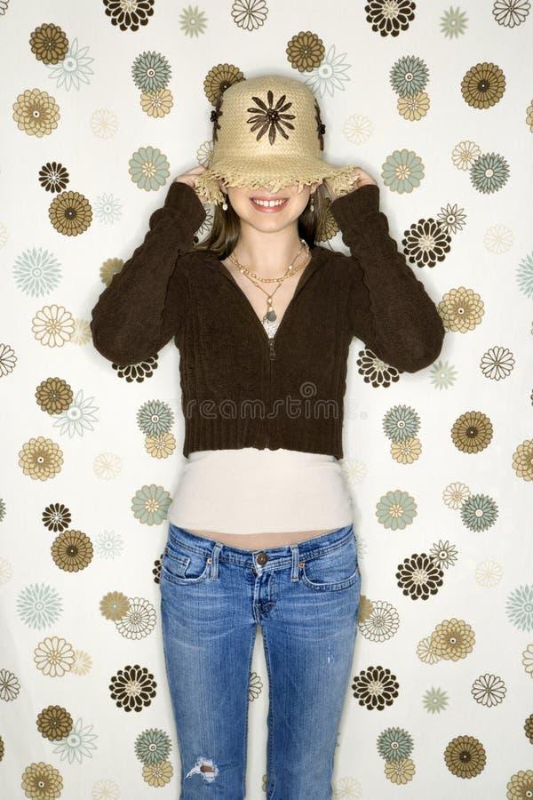 oczy kobiety nad ciągnięciem kapelusz zdjęcia royalty free