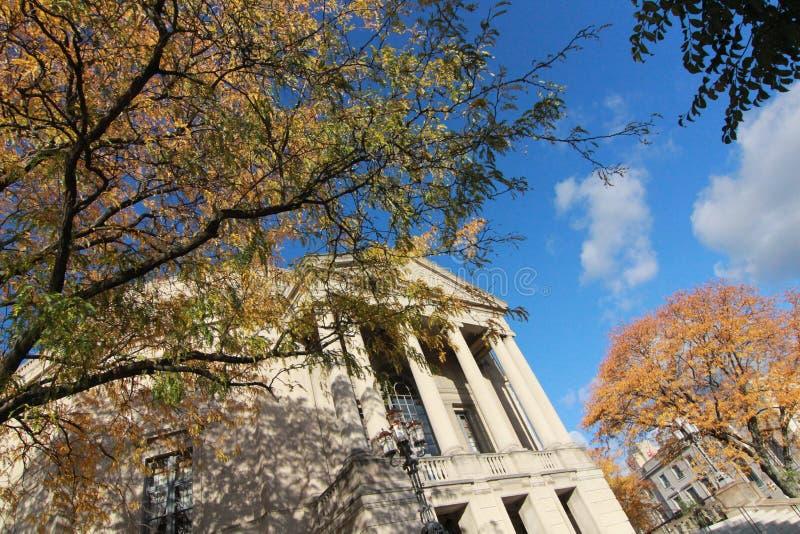 Odłączanie Hall w jesieni zdjęcia stock