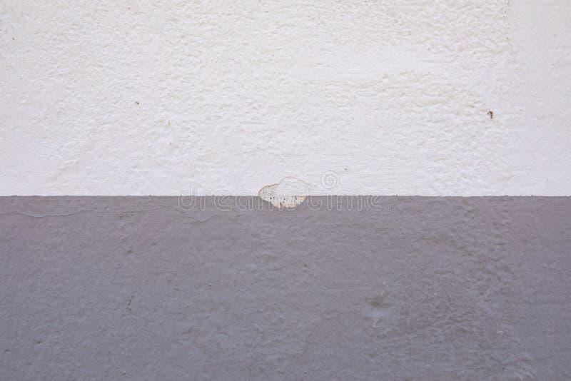 Odłupana ściana z dwa typami farba obraz royalty free