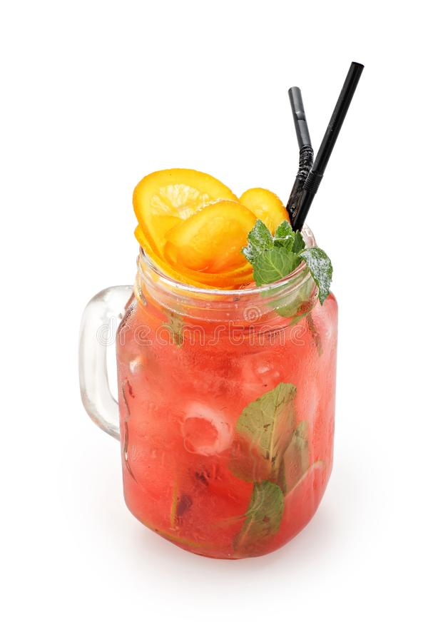 Odświeżający czerwony napój z mennicą i pomarańczami na białym tle odizolowywającym fotografia royalty free