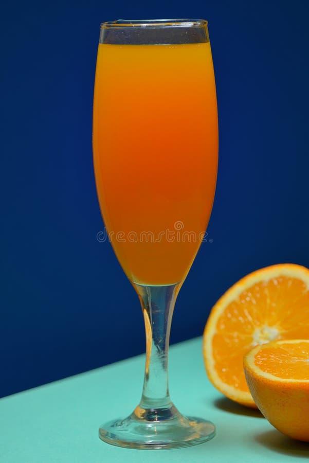 Odświeżający Pomarańczowi mimoza koktajle zdjęcia stock
