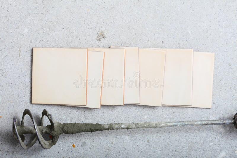 Odświeżania narzędzia świder dla beton płytek i mieszać w domu zdjęcia stock