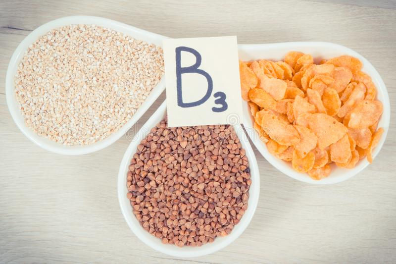 Odżywczy produkty i składniki zawiera witaminę B3, włókno i naturalne kopaliny, zdrowy odżywiania pojęcie zdjęcie stock