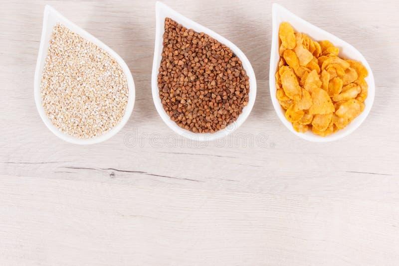 Odżywczy produkty zawiera witaminę B3 i inne naturalne kopaliny, zdrowy odżywiania pojęcie, miejsce dla teksta fotografia stock