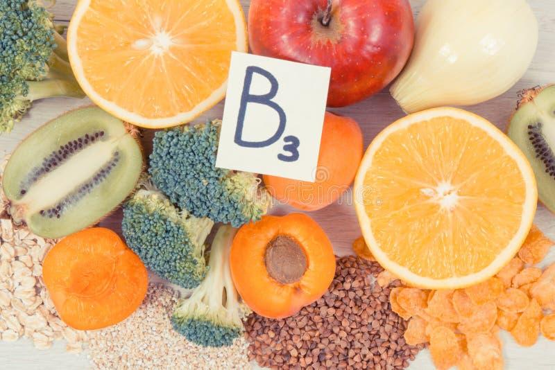 Odżywczy produkty zawiera witaminę B3, włókno, naturalne kopaliny, zdrowy styl życia i odżywiania pojęcie, obrazy royalty free