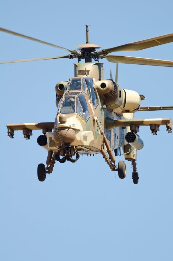 Od przodu Rooivalk helikopter obrazy royalty free