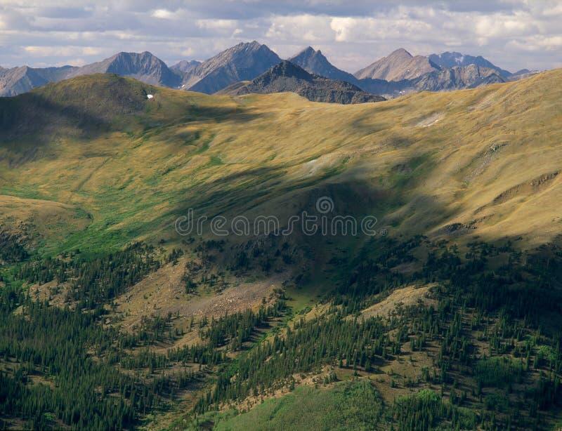 Od szczytu szczyt 13078 w Uczelnianym szczytu pustkowiu, Sawatch pasmo, Kolorado zdjęcie royalty free