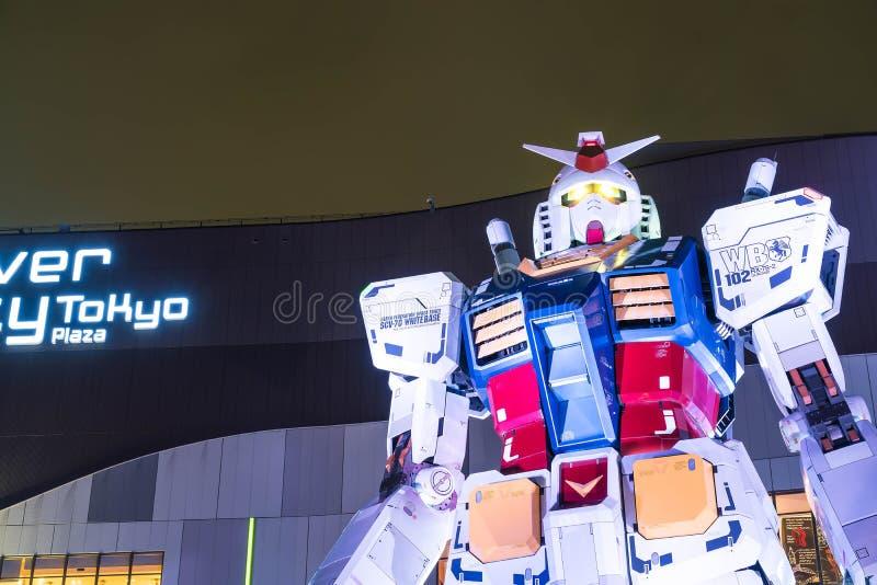ODAIBA, JAPÃO - 16 DE NOVEMBRO DE 2016: estátua do gundum na frente de imagem de stock royalty free