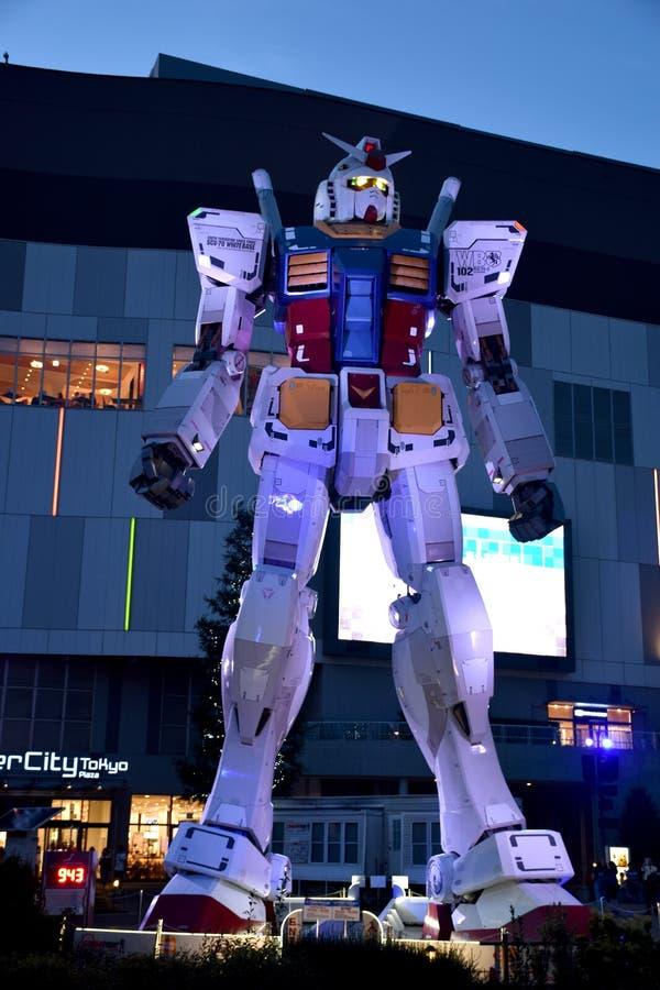 ODAIBA, JAPÃO - 6 de setembro de 2016: Esta é plaza exterior do Tóquio de DiverCity das mostras sem redução da estátua da réplica fotografia de stock royalty free