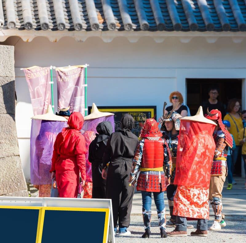 ODAWARA, JAPAN - NOVEMBER, 11, 2017: Een groep mensen in theatrale kostuums Exemplaarruimte voor tekst Frame voor tekst De vector royalty-vrije stock fotografie