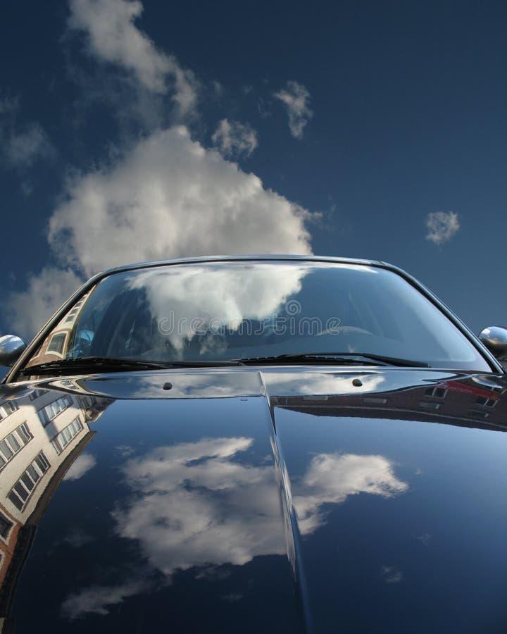 Download Odbicia obraz stock. Obraz złożonej z niebo, chmura, automobiled - 3198213