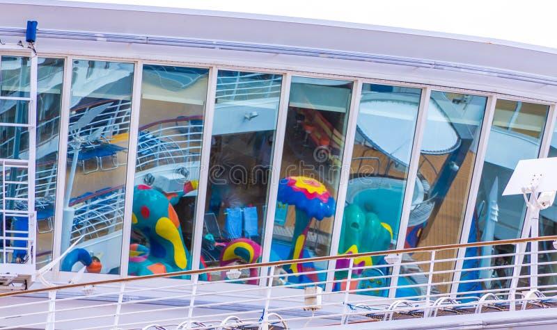 Odbicia na statku wycieczkowym zdjęcia royalty free