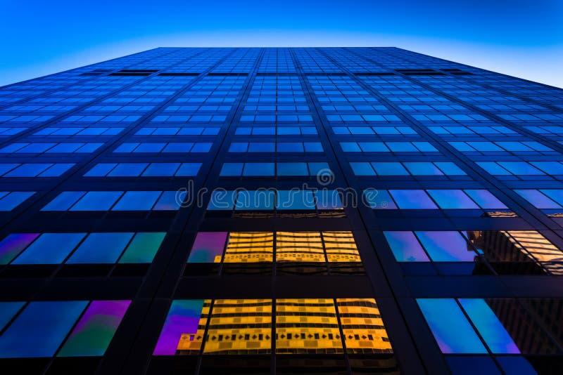 Odbicia w drapaczu chmur w Centrum mieście, Filadelfia, Pennsy fotografia royalty free