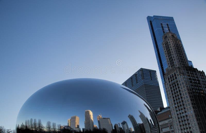 Odbicia w fasoli w milenium parku w W centrum Chicago zdjęcie royalty free
