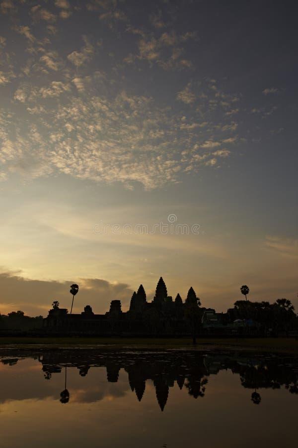 Odbicie angkor wata świątynia podczas wschodu słońca obrazy stock