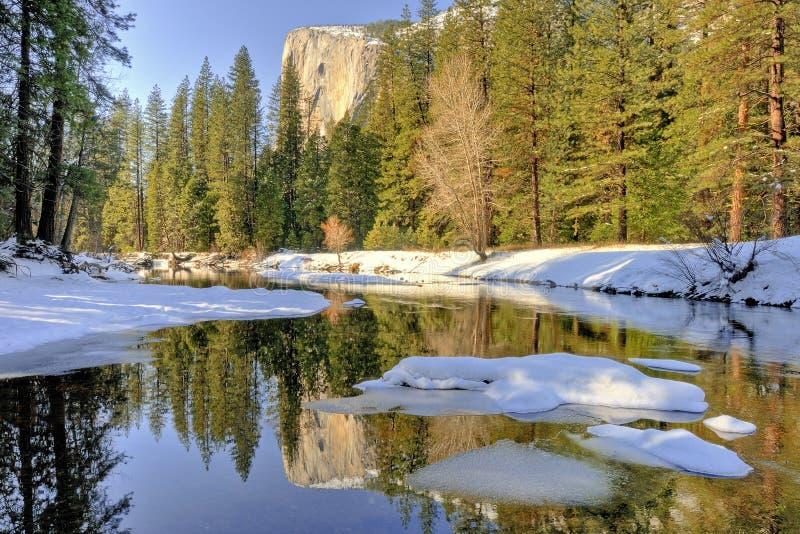 Odbicie El Capitan, Yosemite dolina, Yosemite park narodowy obrazy stock