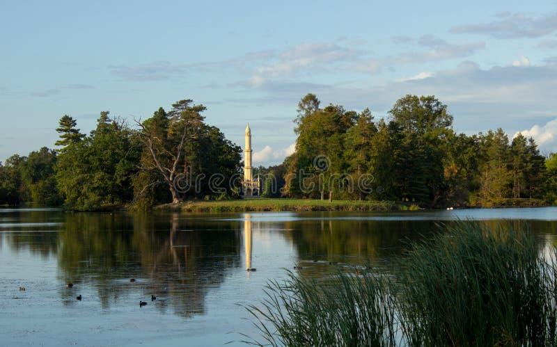 Odbicie minaret na jeziorze obrazy royalty free