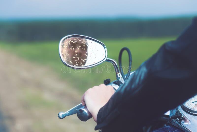 Odbicie motocyklu kierowca obrazy royalty free
