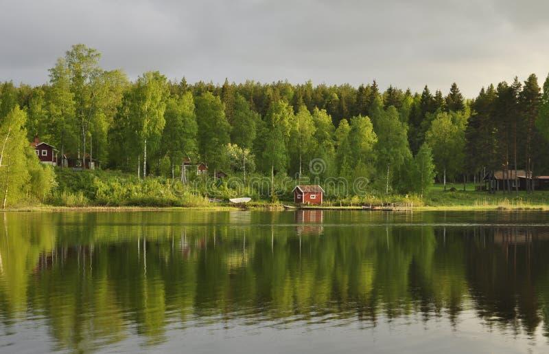 Odbicie na spokojnym jeziorze zdjęcie stock