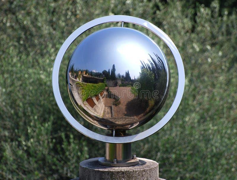 Odbicie ogrodowa kula ziemska zdjęcie stock