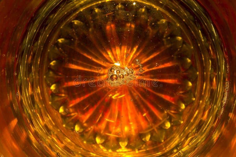 Download Odbicie piwo w szkle obraz stock. Obraz złożonej z pijący - 57671809