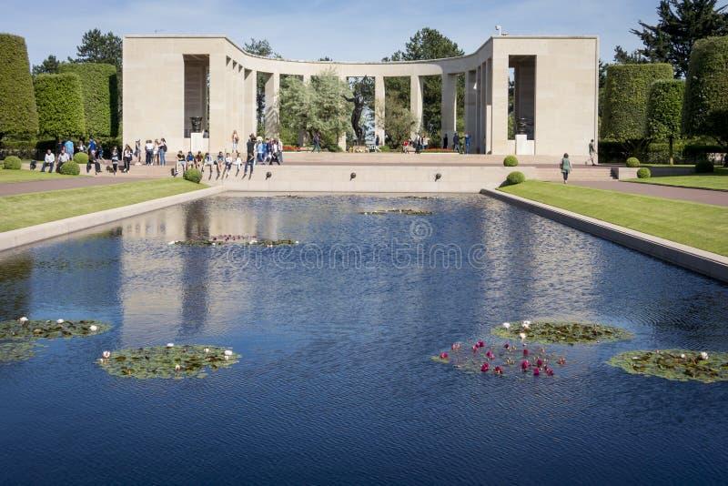 Odbija basen, Amerykański cmentarz, Normandy, Francja zdjęcie stock