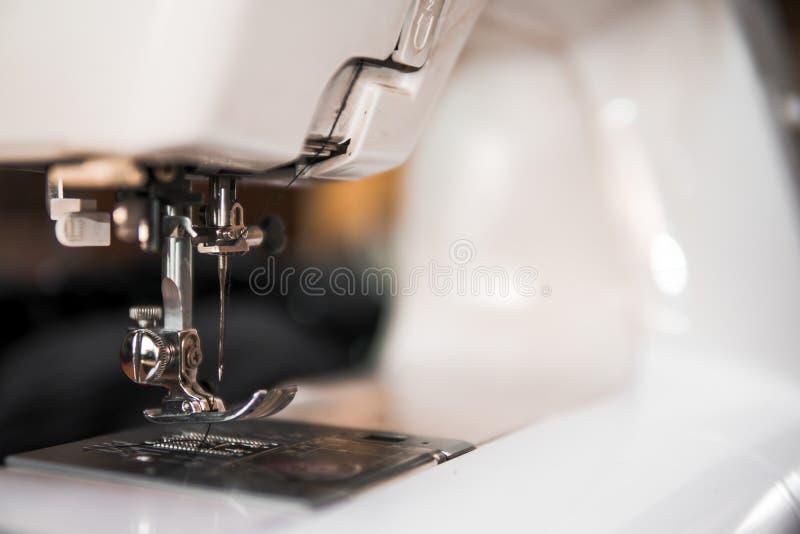 Odbitkowa przestrzeni rama z szyć narzędzia i akcesoria, tradycyjny biznes, fabryka, pojęcie ręczna praca, miejsce pracy, elektry obraz stock