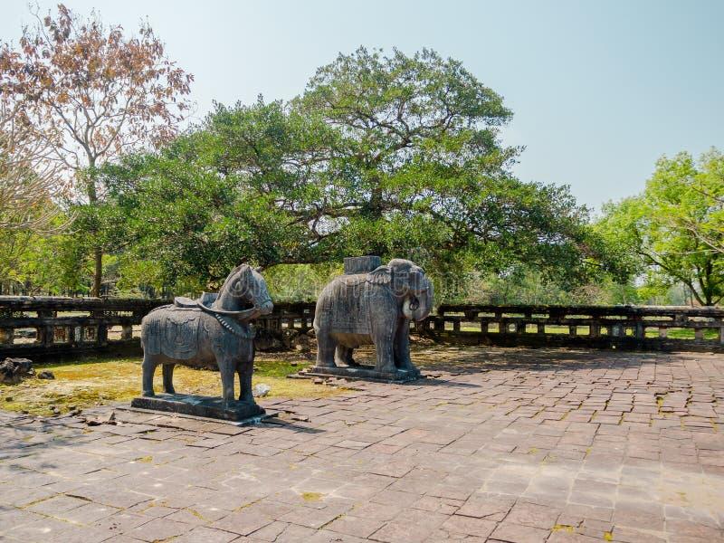 Odcień Wietnam, Mar, - 16, 2017: Drylować rzeźby przy outside lokalizowali blisko Khai Dinh cesarz w odcieniu, Wietnam A zdjęcie royalty free