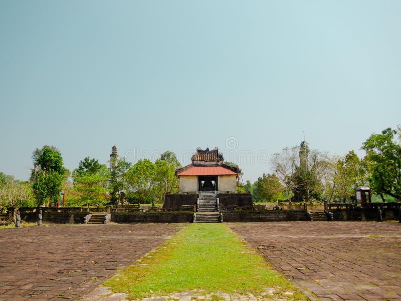 Odcień Wietnam, Wrzesień, - 13 2017: Piękna świątynia z ogromnym patiem, lokalizować w odcieniu, Wietnam fotografia royalty free