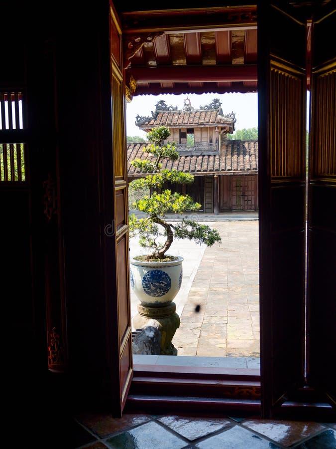 Odcień Wietnam, Wrzesień, - 13 2017: Zamyka up stara piękna świątynia, lokalizować w odcieniu, Wietnam zdjęcia royalty free