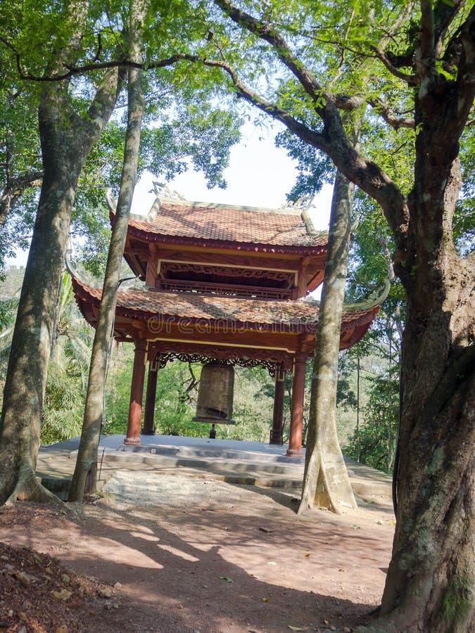 Odcień Wietnam, Wrzesień, - 13 2017: Zamyka up stara piękna buda wśrodku lasu, lokalizować w odcieniu, Wietnam obrazy royalty free