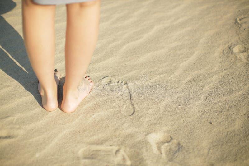 Odciski stopy w piasku zdjęcia stock