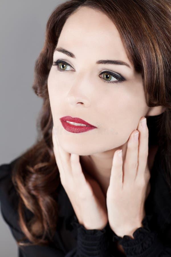 oddalonych pięknych oczu zielona przyglądająca kobieta zdjęcie royalty free