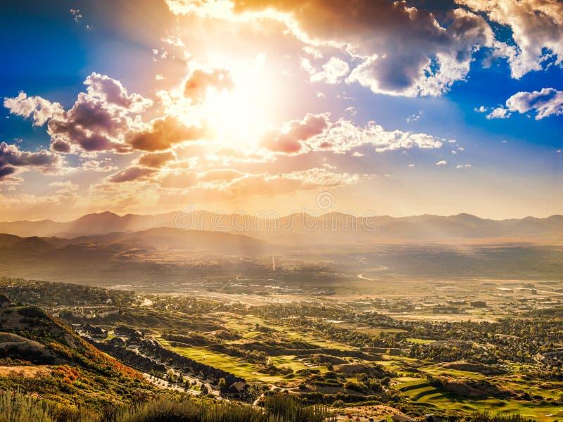 Oddech, wspaniały krajobraz zachodu słońca zdjęcia royalty free