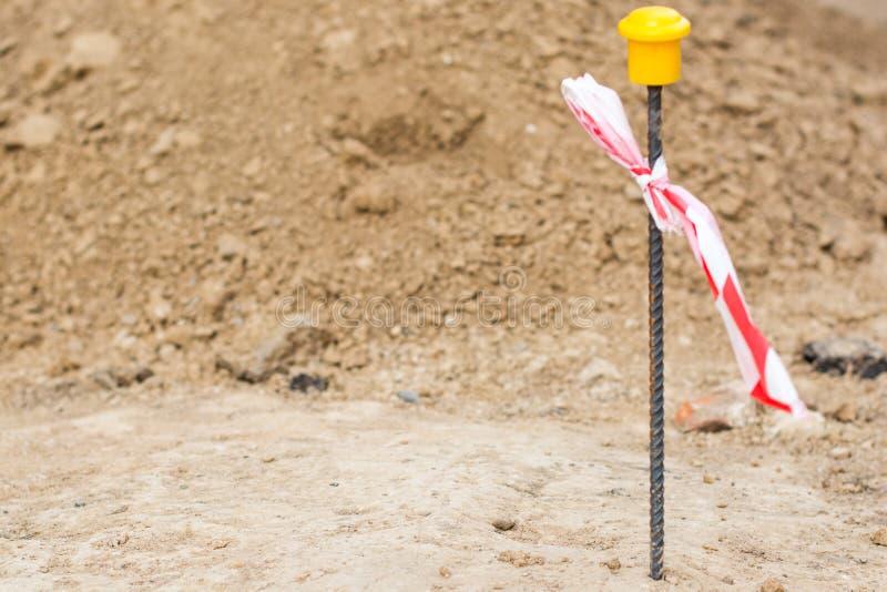 Oddzielać stos na tle brąz ziemia archeologiczny cibory ekskawacj kato paphos park zdjęcie royalty free