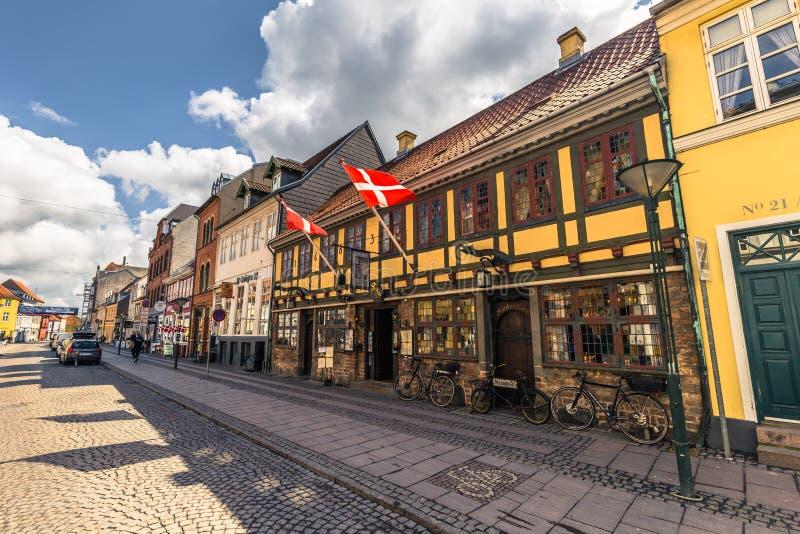Odense Danmark - April 29, 2017: Gammal stad av Odense arkivfoton