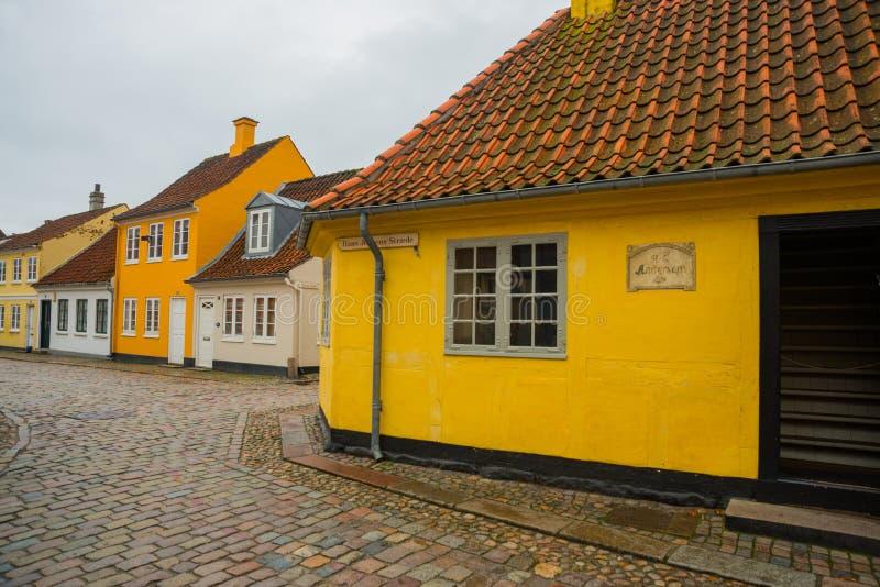 Odense, Dinamarca: Birthplace de Hans Christian Andersen, contador de histórias conhecido no mundo Cidade antiga de Odense, Dinam fotografia de stock